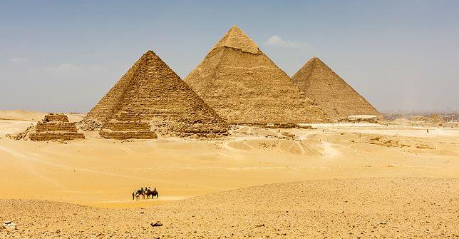 Mit 1. Największa na świecie jest piramida Cheopsa w Gizie