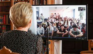 Koronawirus w Polsce. KPRP udostępniło zdjęcia z rozmowy Pierwszej Damy z młodzieżą