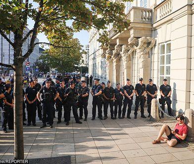 """Policjant będzie mógł więcej? Mundurowi mówią: """"dość"""", ale jest też ostrzeżenie"""