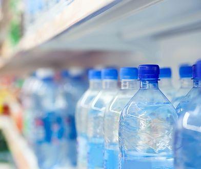 Dziennie powinniśmy pić przynajmniej 2 l wody.