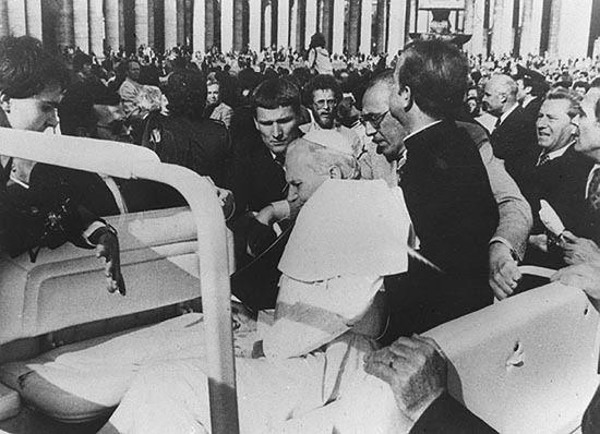 Zamach na Jana Pawła II: była trzecia kula, takie było jej prawdziwe przeznaczenie