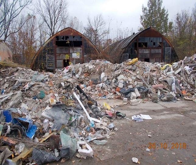 Nielegalne wysypisko śmieci. Zalega 40 ton odpadów