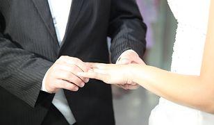 Polacy od małżeństwa wolą konkubinat, a nawet samotność. Nowy raport CBOS