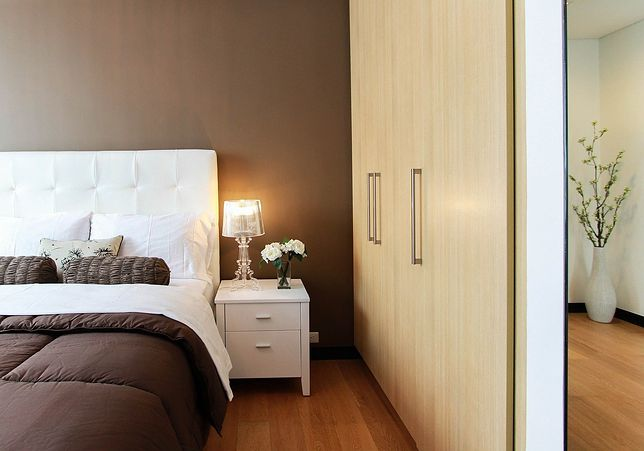 Moda na białe łóżka - wszystko, co musisz wiedzieć decydując się na zakup