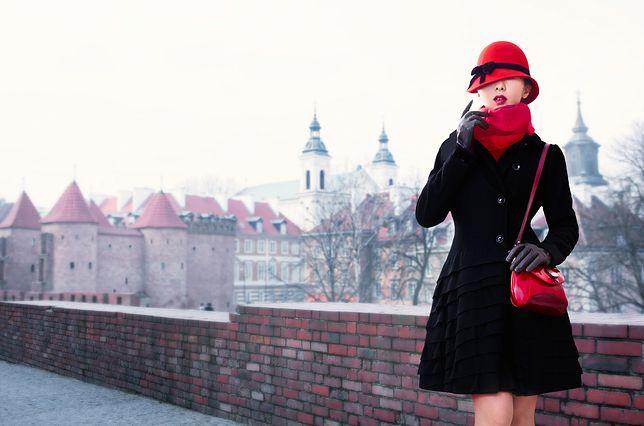 Lakierowane torebki idealne na zimę. Wzory, które pokochasz