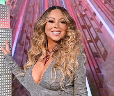 Mariah Carey pozuje przy makiecie Empire State Building
