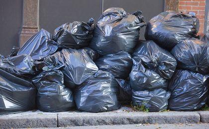 Śmieci przygniotły rząd
