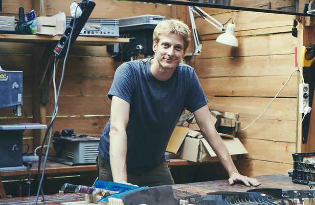 Piotr Jędras w swoim warsztacie.