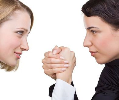 Podczas owulacji kobiety podświadomie rywalizują