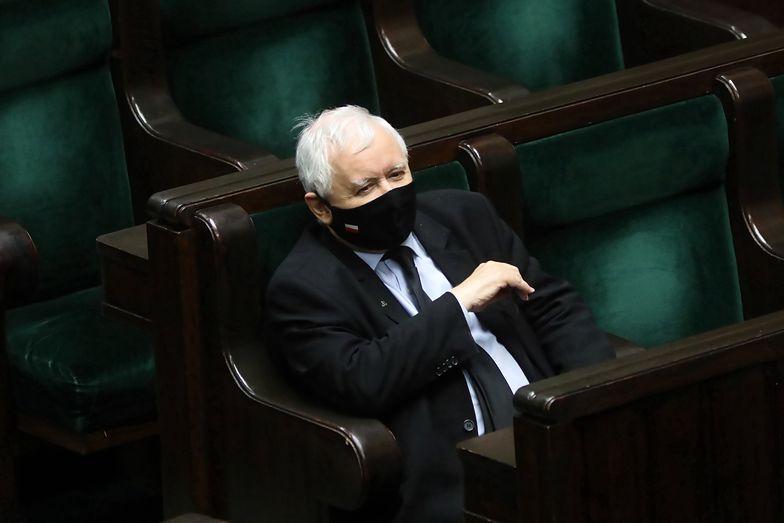 """Strajk Kobiet. Wałęsa odpowiada Kaczyńskiemu. """"Nie ma żadnej świętości"""""""