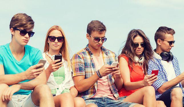 CBOS: jak korzystamy z telefonów komórkowych