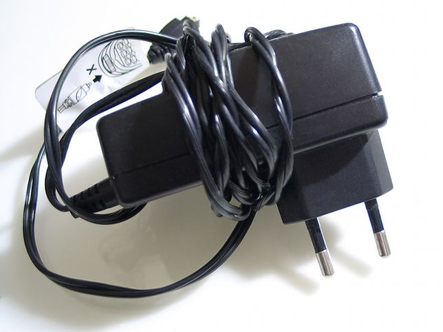 Te adaptery i ładowarki stanowią zagrożenie dla zdrowia