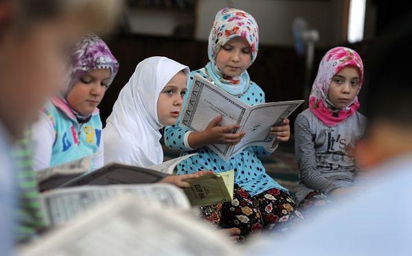 Muzułmanie twierdzą, że dziewczynka spaliła kartki Koranu