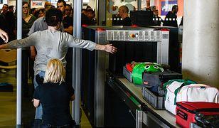 Bramka na lotnisku - zdjęcie ilustracyjne