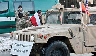 Żołnierze amerykańskiej Pancernej Brygadowej Grupy Bojowej przekraczają polsko-niemiecką granice w Olszynie.