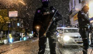 Policja zabezpiecza teren po zamach w Stambule