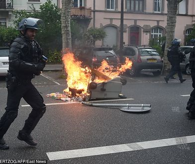 """Starcia """"żółtych kamizelek"""" z policją. Poleciały kamienie i rozpylono gaz łzawiący"""