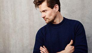 Taki sweter to obowiązkowy element w męskiej szafie