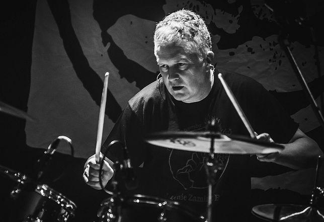 Krzysztof Grabowski jest perkusistą zespołu Dezerter