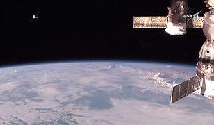 Zdjęcie, udostępnione przez NASA przedstawia statek Progress dokujący do Międzynarodowej Stacji Kosmicznej - zdjęcie archiwalne