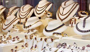 Biżuteria to jeden z najchętniej kupowanych prezentów dla kobiet