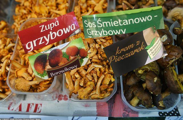 Półki sklepowe są przepełnione gotowymi produktami zawierającymi grzyby.