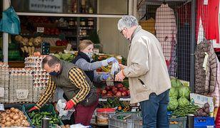 Dotykanie owoców to jeden z naszych sportów narodowych. Pół biedy, jeśli klient ma rękawiczki, ale często nawet i tego brakuje