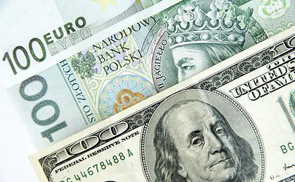 Złoty słabnie. Stopy procentowe w USA pierwszy raz od roku pójdą w górę?