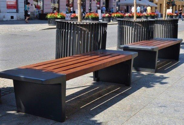 Tysiące odmalowanych ławek w Warszawie. Są też setki nowych