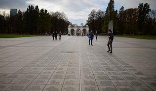 Plac Piłsudskiego podzielony na trzy części