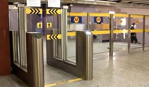 Ewakuacja metra w stolicy, ludzie nie mogli wyjść. Powód? Awaria bramek