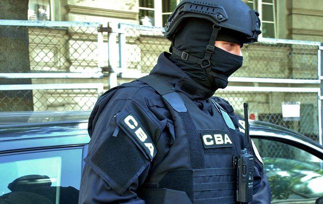 Wołomin. W ręce funkcjonariuszy wpadły trzy osoby powiązane z korupcją w Starostwie w Wołominie (fot. CBA)
