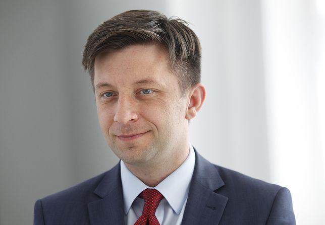 Michał Dworczyk przyznaje: wziąłem kredyt, by oddać nagrodę na konto Caritasu
