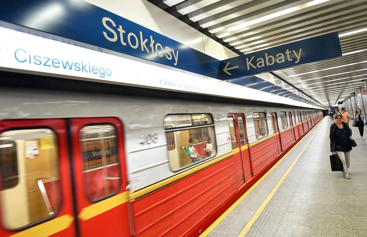 Metro. Bagaż na stacji Stokłosy. Pociągi kursują w pętli
