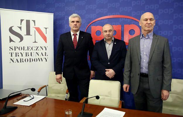Pierwszy proces przed Społecznym Trybunałem Narodowym. Konkurencja IPN zajęła się bratem Michnika i Bolesławem Bierutem