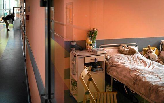 """Szpital w Józefowie bez psychiatry dziecięcego. Lekarze alarmują: """"tylko w październiku troje dzieci próbowało się powiesić"""""""