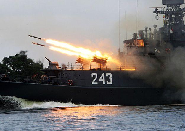 Rosyjskie okręty rakietowe płyną z Morza Czarnego w kierunku Syrii