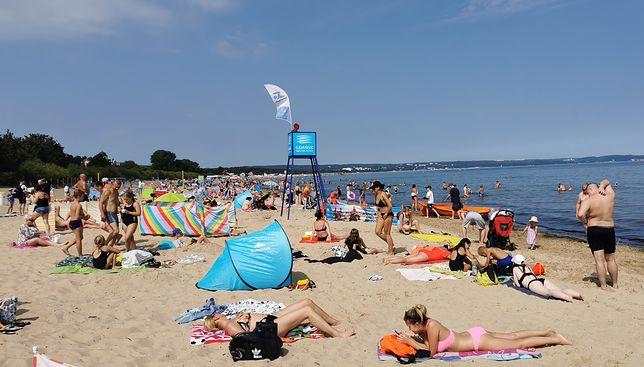 7 sierpnia, ok. godz. 11 na plaży w Brzeźnie było już tyle ludzi