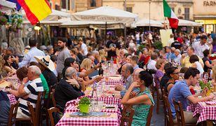 Rzym. Restauracje na placu Campo De Fiori zawsze są pełne