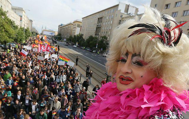 Geje i lesbijki paradowali w Warszawie - zdjęcia