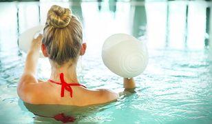 Pływanie angażuje wszystkie partie ciała. Zobacz, jak ćwiczyć z głową i schudnąć