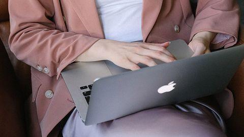Komputery Apple coraz częściej na celowniku hakerów. Ekspert ostrzega