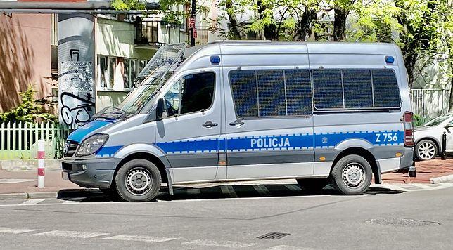 Warszawa. Kolejny wypadek w stolicy z udziałem małego dziecka. Tym razem sześciolatek wpadł pod auto na Bródnie. Kierowca zbiegł