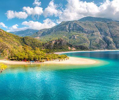Topowym kierunkiem ze świetną jakością usług, wspaniałymi warunkami krajobrazowymi i przystępnymi cenami jest Turcja