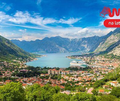 Czarnogóra oferuje urokliwe zabytkowe miasteczka do zwiedzania i długie piaszczyste plaże na Adriatykiem