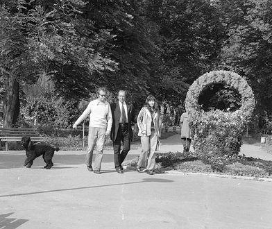 """Park Zdrojowy w Busku-Zdroju, na terenie sanatorium """"Marconi"""" w 1975 r."""