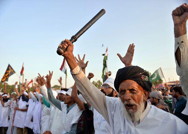 Protest zwolenników Tahira ul-Qadriego