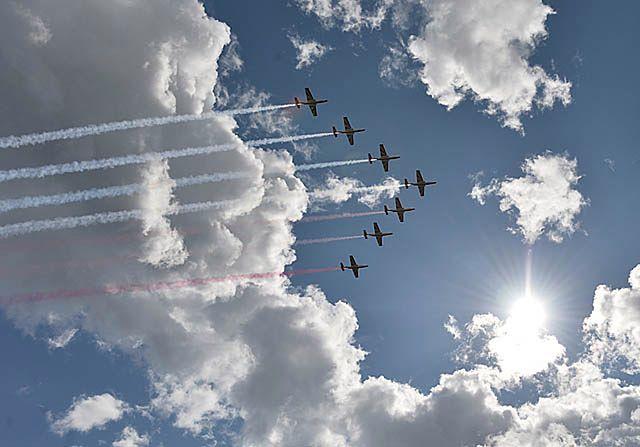 Biało-czerwone Iskry na polskim niebie - zdjęcia