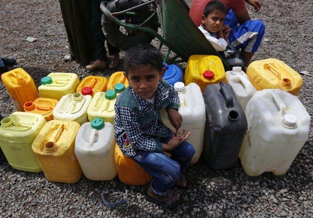 Tysiące cywilów zostały zmuszone do porzucenia swoich domów