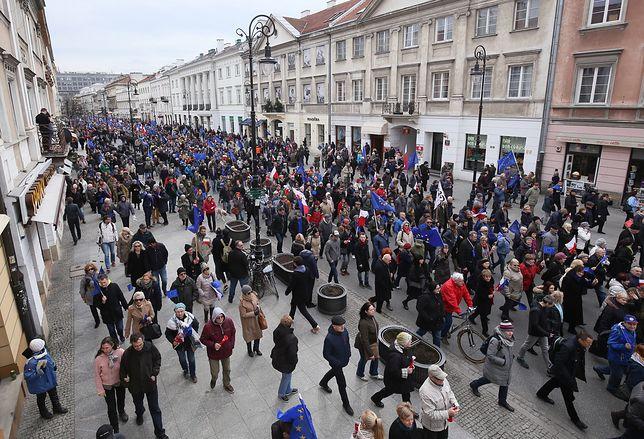 Marsz w Warszawie. Jedna rzecz rzuca się w oczy